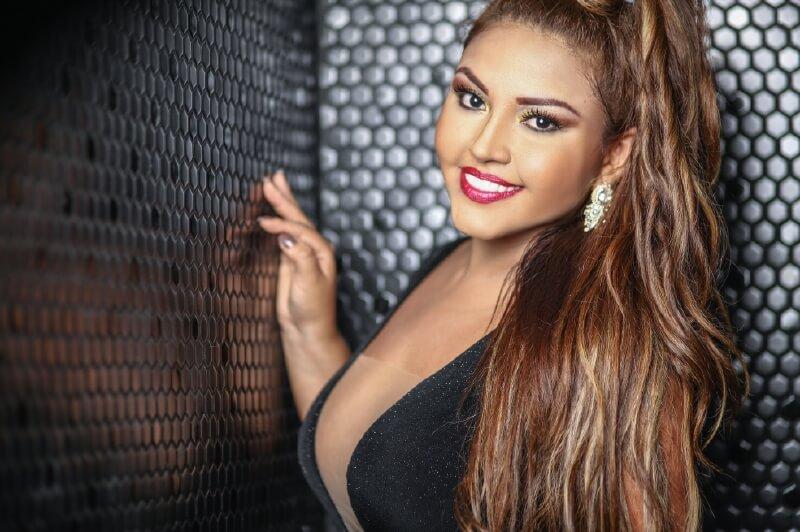 Karina Shalá, tocando fibras con la música