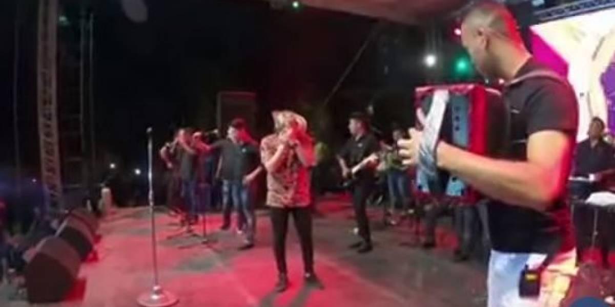 Famoso cantante de música vallenata se quedó sin voz en medio de un concierto