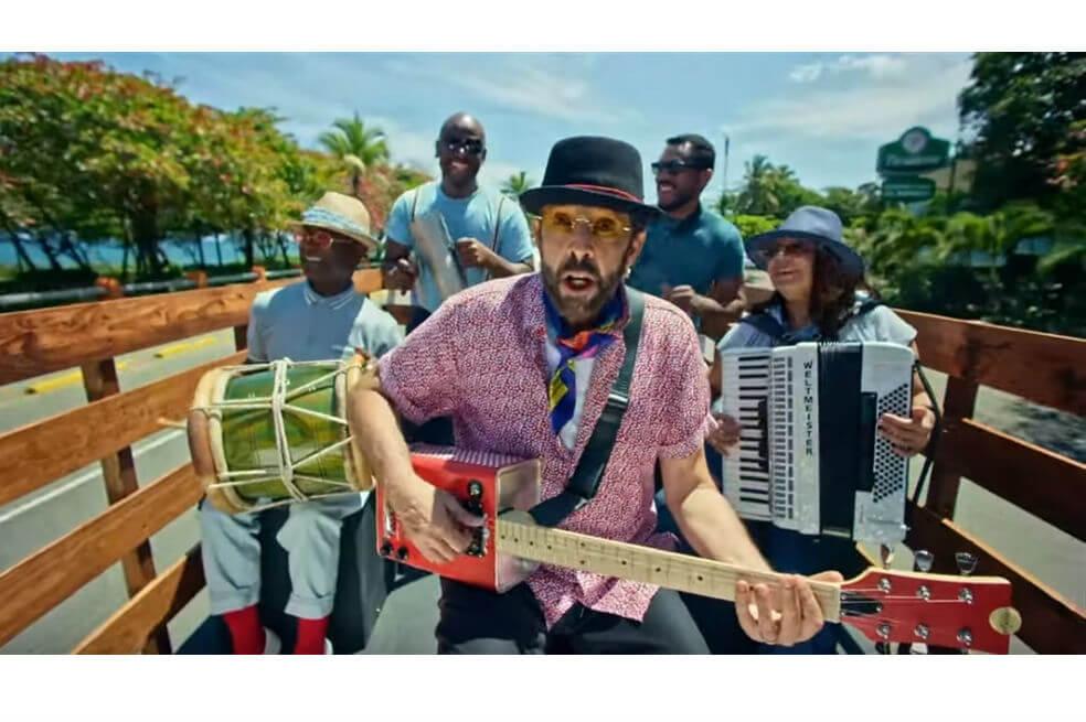 Juan Luis Guerra le canta a la buena música, el baile y al paisaje