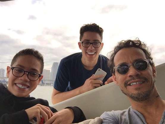 Las fotos más familiares de Marc Anthony con sus hijos