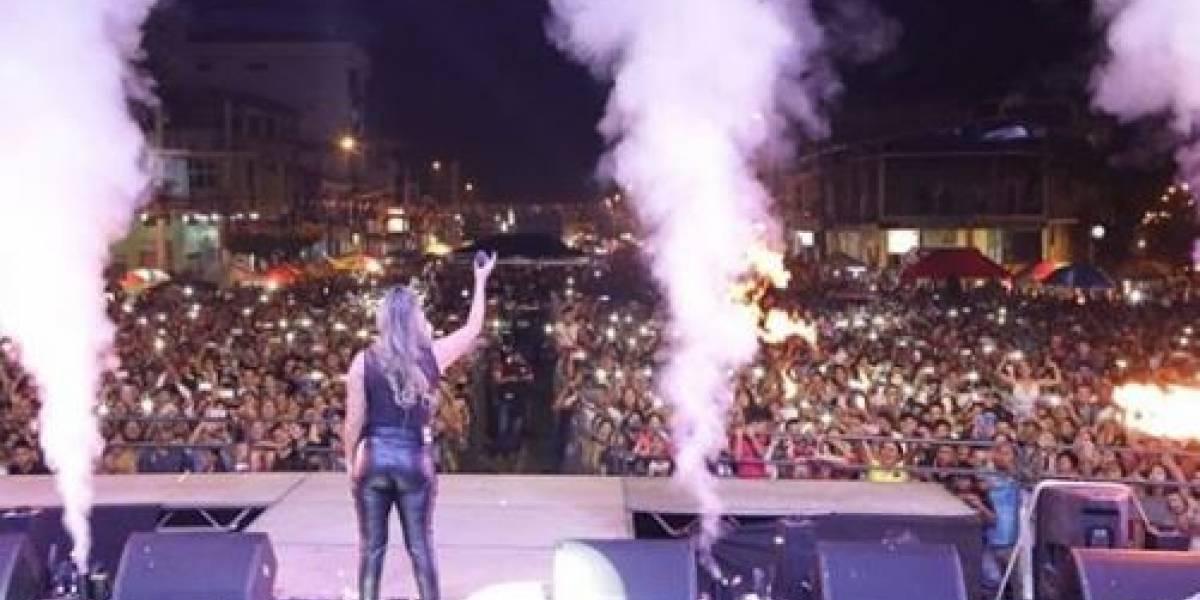 Cantante de música popular tuvo que detener concierto porque un asistente se tocaba sus partes íntimas